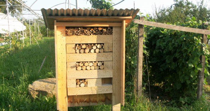 Wildbienenkasten